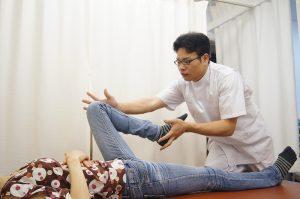 内転筋股関節のストレッチ