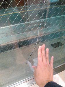 ガラスにひび被害届
