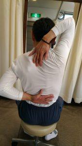 施術前に肩の状態チェック