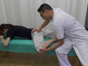 骨盤カエル足の操法