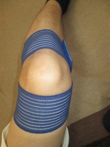 膝サポーター②伸縮素材で締め付け調整可能