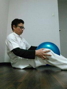 膝のボール運動