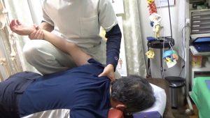 福島区うつ伏せ肩甲骨はがし肩甲骨の可動域改善