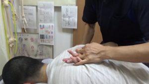 長野県松本市肩こりに肩甲骨はがしで指が上がる