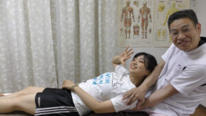 肩甲骨はがしで体を起こす
